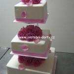 svatebni-dorty-na-stojanu-26