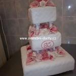 svatebni-dorty-na-stojanu-3
