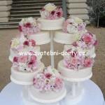 svatebni-dorty-na-stojanu-32