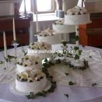 svatebni-dorty-na-stojanu-46