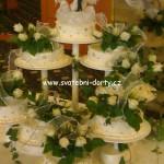 svatebni-dorty-na-stojanu-49