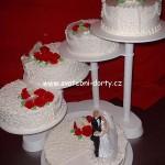 svatebni-dorty-na-stojanu-52