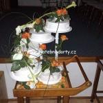 svatebni-dorty-na-stojanu-53