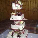 svatebni-dorty-na-stojanu-66
