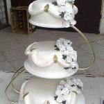 svatebni-dorty-na-stojanu-70
