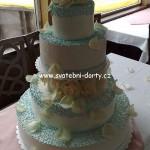 svatebni-dorty-na-stojanu-82