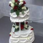 svatebni-dorty-na-stojanu-84
