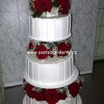 svatebni-dorty-na-stojanu-94
